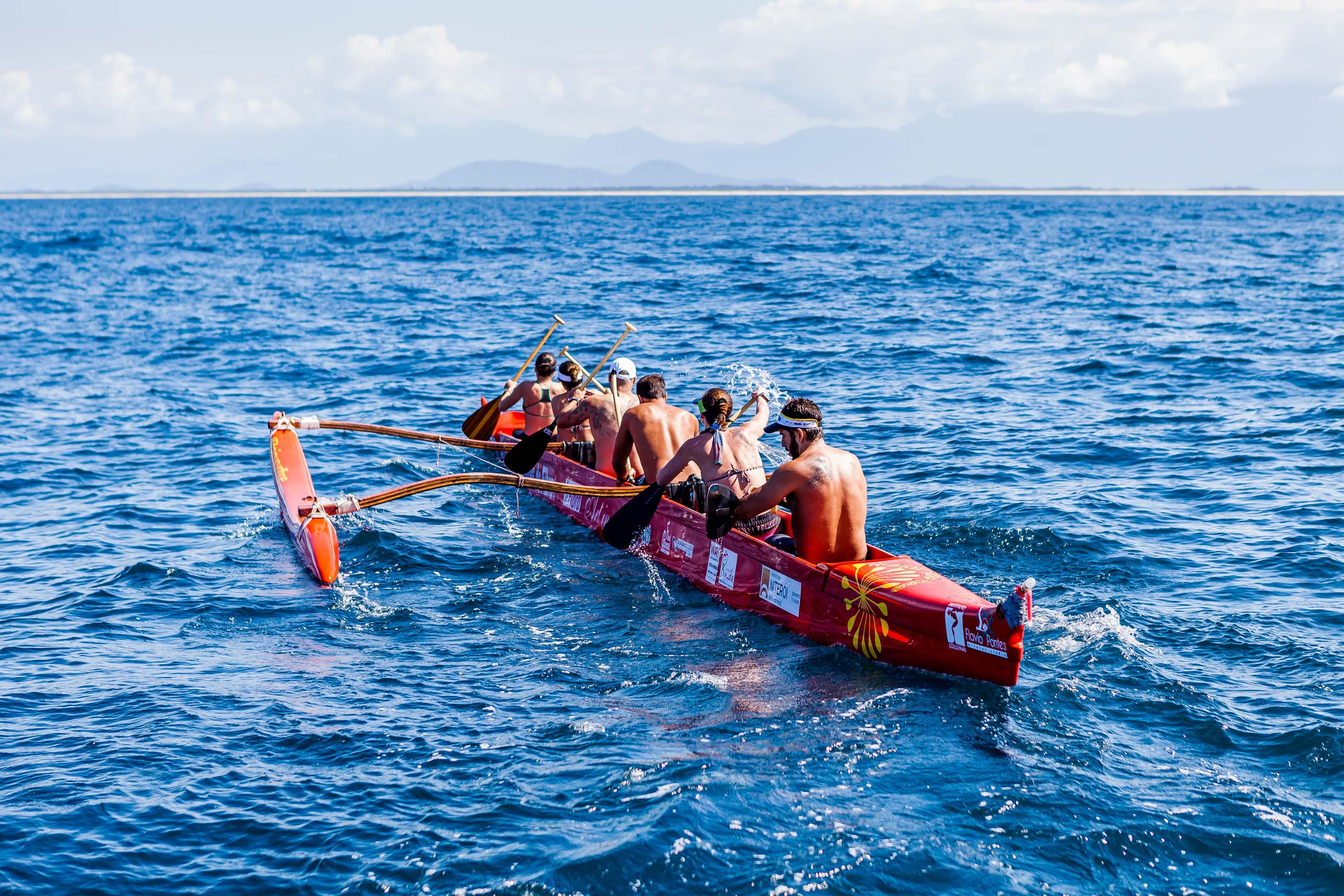 Travessia de Canoa Havaiana por uma causa nobre - Foto FRED GOMES